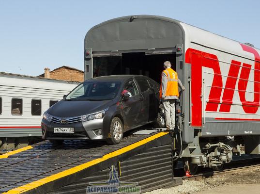 Пассажиры стали чаще перевозить машины в поездах