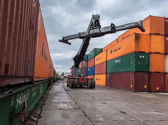 Контейнерные перевозки через Бакинский порт выросли на 45%