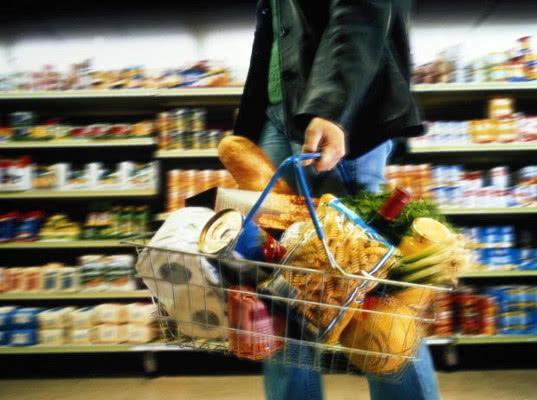 Цены на продукты питания в РФ выросли за февраль вдвое сильнее, чем в ЕС