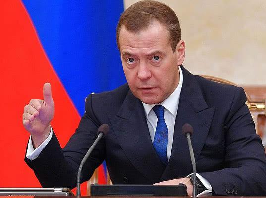 Медведев сравнил новые санкции с экономической войной - Экономика и общество