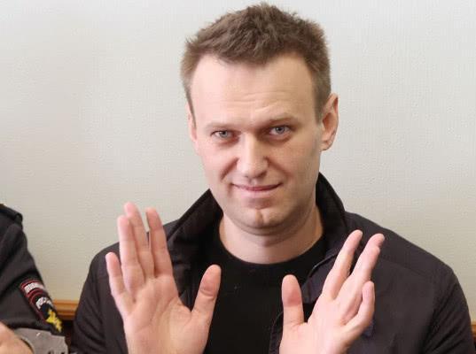 Навального арестовали на 30 суток за акцию «Он нам не царь» - Экономика и общество