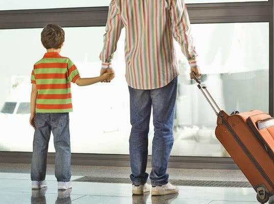 В ФСБ напомнили, когда нужно получить согласие на выезд ребёнка за границу