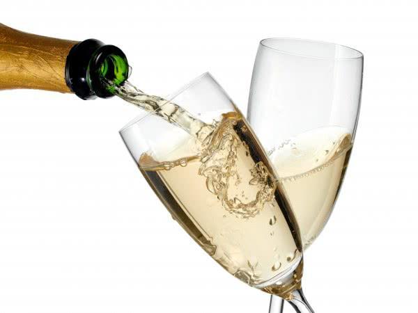 Правительство разрешило поставки заграничного игристого вина без акцизов - Обзор прессы