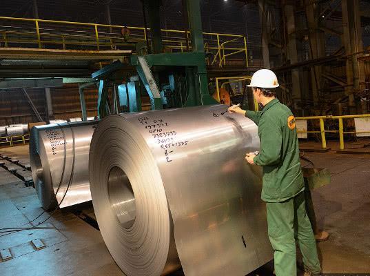 НЛМК продолжил отгрузки в США, несмотря на введение 25%-ной пошлины на ввоз стали