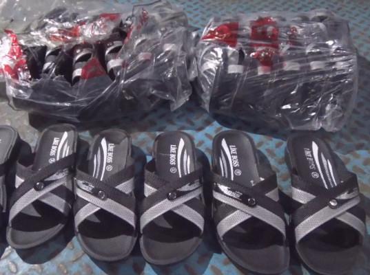 Более 6 тысяч пар обуви без маркировки задержали тюменские таможенники - Криминал