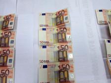 Гражданин РФ незаконно перемещал более двух тысяч долларов