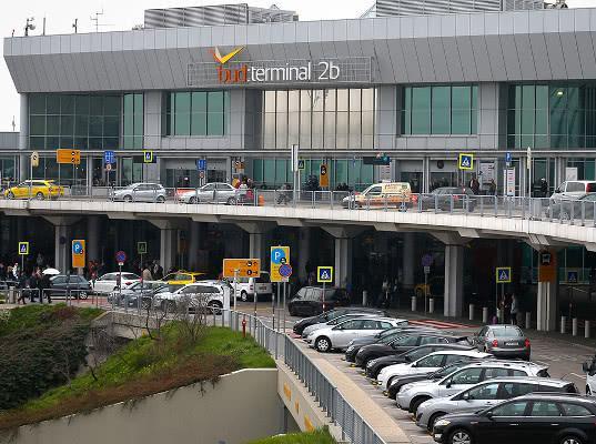 Будапештский аэропорт закрыли на три часа из-за контейнера из России