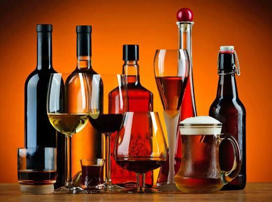 Уничтожение контрафактного алкоголя могут начать без решения суда - Обзор прессы