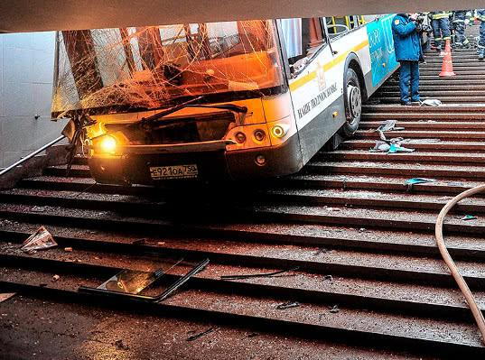 Наехавшего на пешеходов в подземном переходе водителя обвинили в нарушении ПДД - Экономика и общество
