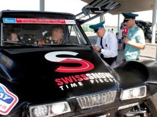 Бурятские таможенники оформили автомобили участников авторалли «Шелковый путь - 2019»