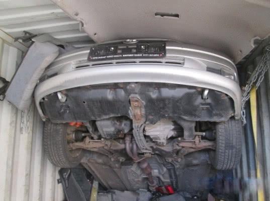 Псковские таможенники обнаружили б/у автомобиль и запчасти в ж/д контейнере