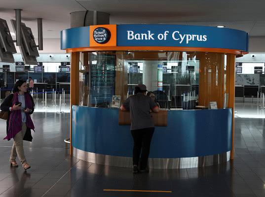Банки Кипра разрешили россиянам забрать деньги с замороженных счетов - Экономика и общество