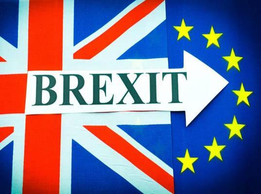 Евросоюз хочет увеличить сборы с туристов и налоги из-за Brexit - Экономика и общество