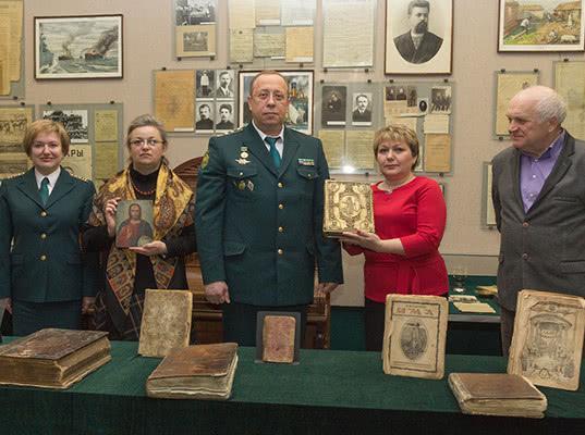 Брянские таможенники передали музеям области 18 предметов, представляющих культурную ценность - Новости таможни