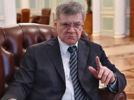 Чайка попросил Дмитрия Медведева повысить прокурорам зарплаты в два раза