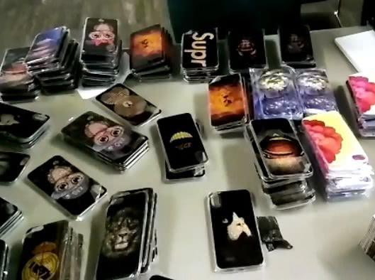Около двух сотен чехлов для мобильных телефонов обнаружили у гражданина КНР