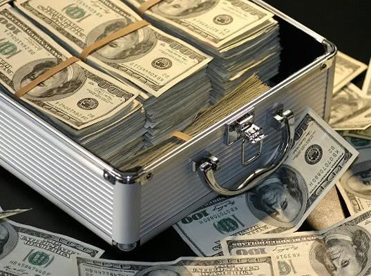Чемоданы денег: как можно прожить на взятки в России - Экономика и общество