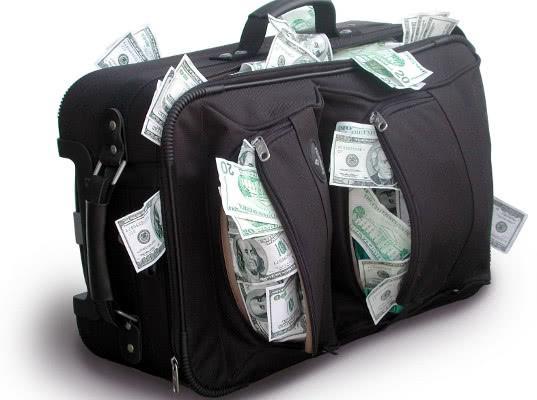Гражданин на BMW X5 вёз незадекларированную валюту в черной кожаной сумке