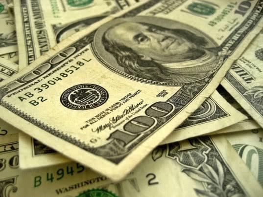 Михельсон допустил возможность ослабления роли доллара из-за санкций США - Экономика и общество