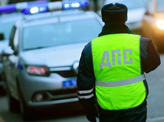 Во Владимире сотрудники ДПС выстроили щит из чужих машин, чтобы остановить нарушителя - Экономика и общество