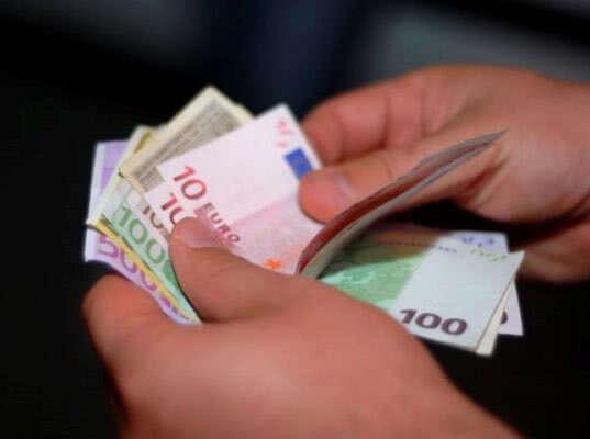 Выборгская таможня: водитель попытался провезти 11,5 тысяч евро