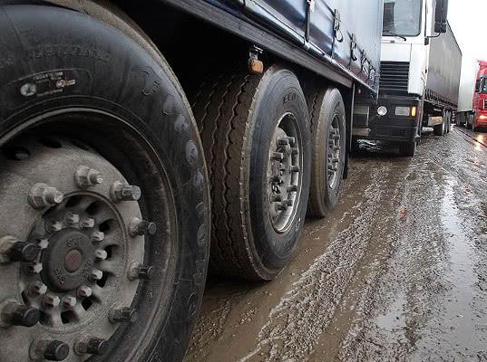 Таможенникам разрешили тормозить машины на дорогах Петербурга