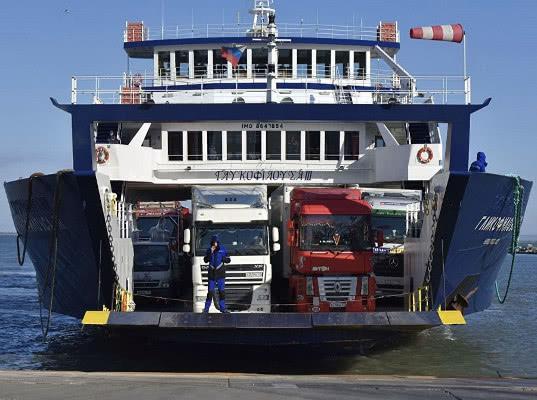 Водителям грузовиков упростили оформление на паромную переправу в Крым - Логистика