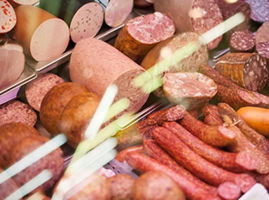 Россельхознадзор нашел нарушения в белорусской колбасе и мясе птицы - Новости таможни