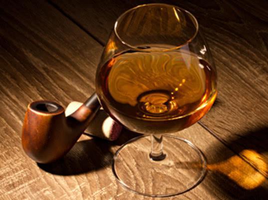 Эксперт назвал коньяк одним из самых фальсифицируемых алкогольных напитков - Экономика и общество