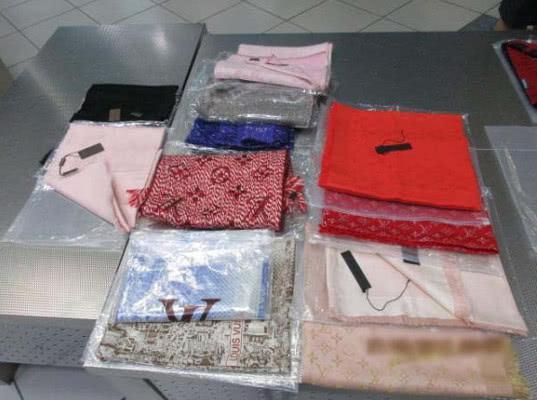 Красноярские таможенники выявили контрафактные товары у туристов - Криминал