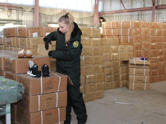 100 тысяч товаров с признаками контрафактности выявили самарские таможенники