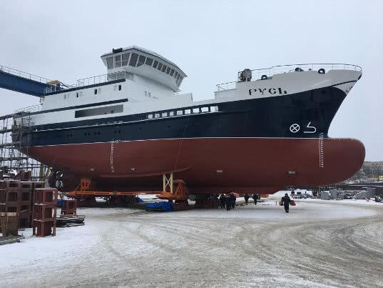В Ленинградской области на воду спустили первое российское краболовное судно Русь
