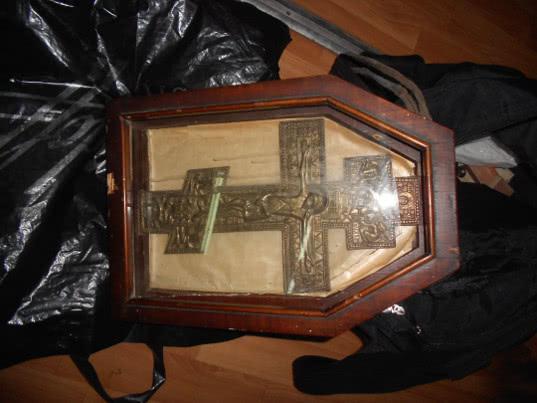 Брянские таможенники обнаружили в багаже гражданки Украины напрестольный крест - Криминал