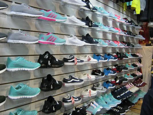 Ущерб правообладателей от торговцев обувью в г. Набережные Челны составил около 2 миллионов рублей - Криминал