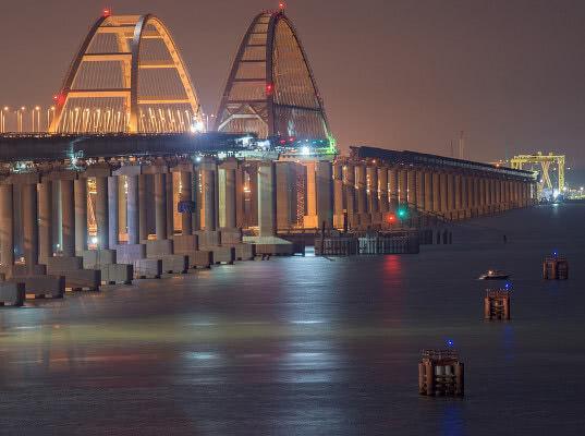 Первый поезд пустят по Крымскому мосту из Москвы