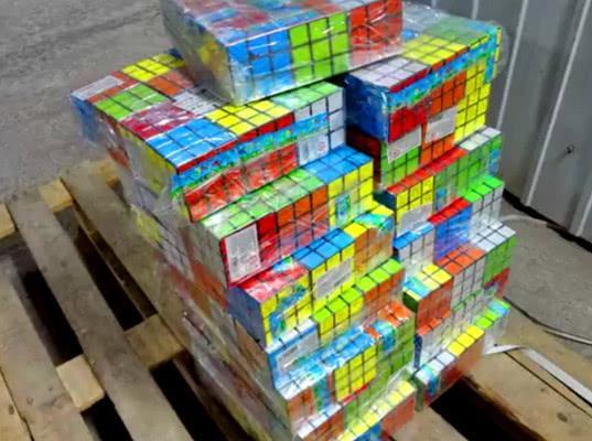 Иркутской таможней выявлена партия контрафактной головоломки кубика Рубика - Криминал