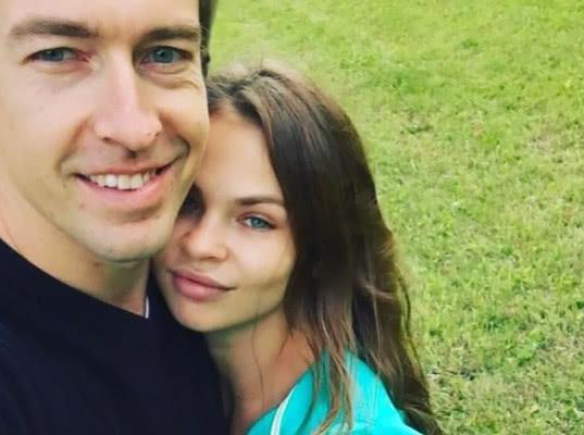 Настю Рыбку и Алекса Лесли задержали в Шереметьево после депортации из Таиланда