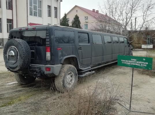 Лимузин Hummer изъяла таможня в Крыму за неуплату более 3 млн руб. таможенных платежей