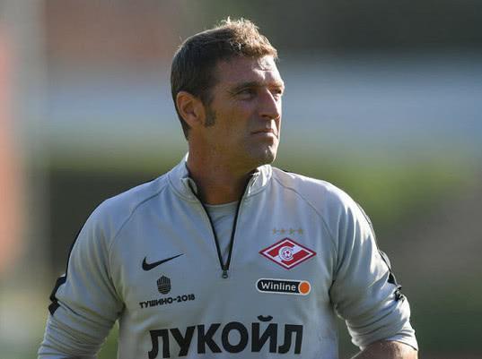 Тренер «Спартака» отстранил двух игроков клуба после лайков поста с его критикой