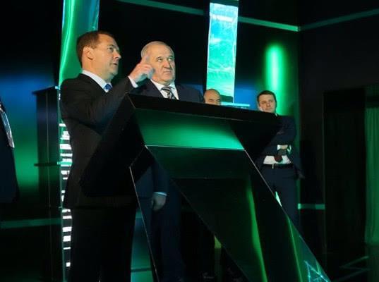 Дмитрий Медведев призвал таможенников и налоговиков бороться с нелегальным импортом - Новости таможни
