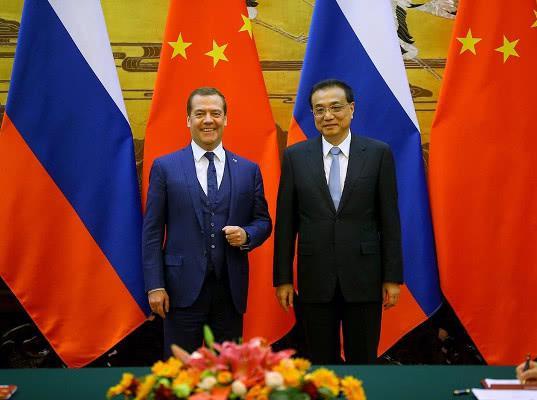 Медведев рассказал о перспективах товарооборота РФ и Китая