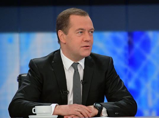 Позитивный год для экономики: Медведев ответил на вопросы журналистов - Экономика и общество