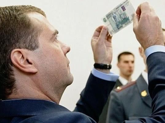 «Надеюсь, эти деньги помогут в нелегкой борьбе с пенсионерами». В Магадане мужчина вернул Медведеву прибавку к пенсии - Экономика и общество