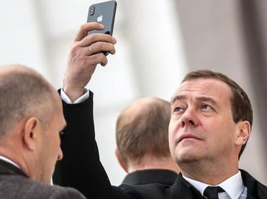 Медведев предложил запретить американские товары в ответ на санкции - Обзор прессы