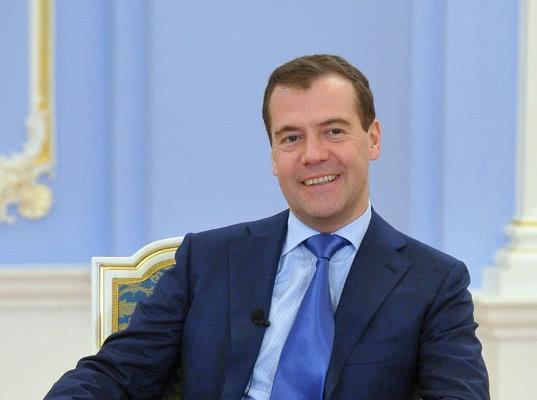 Медведев сообщил о планах по созданию «офшоров» в России - Экономика и общество