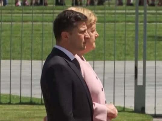 Меркель затрясло рядом с Зеленским от обезвоживания (видео)