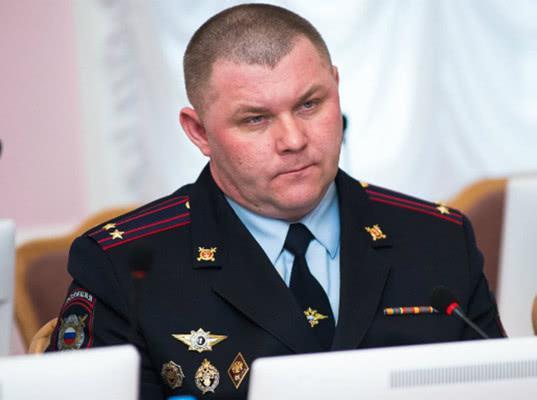 Главу полиции Омска уволили за драку с машинистом московского метро - Экономика и общество