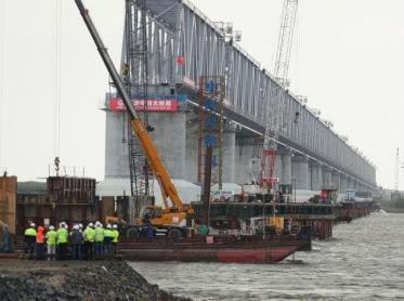 Мост через Амур между Россией и Китаем введут в эксплуатацию весной 2020 года