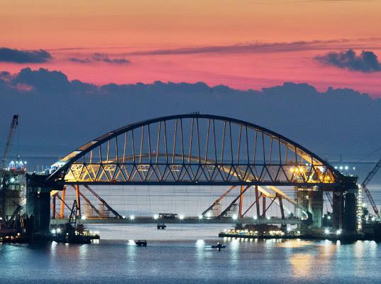 Сроки запуска движения грузовиков по Крымскому мосту оказались под угрозой срыва