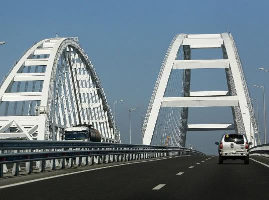 Водители сэкономили за счет Крымского моста шесть миллиардов рублей - Логистика